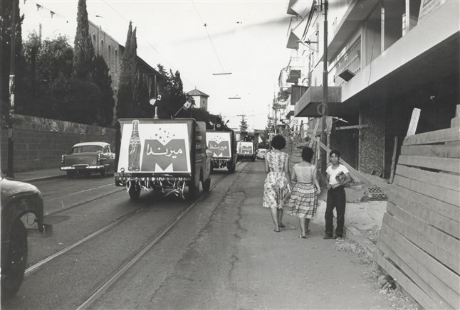 Mirinda Vintage Truck on Bliss Street